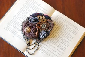 Hair clip, by LilyMairi on etsy.com