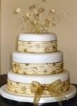 Wedding cake inspiration {via weddingcakesireland.com}