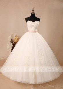 Wedding gown (US$400), by pandaandshamrock on etsy.com