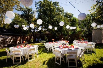 Backyard wedding inspiration {via mywedding.com}