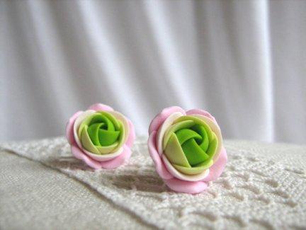 Rose earrings, by KaoriPearlRose on etsy.com