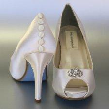 Bridal heels - www.etsy.com/shop/DesignYourPedestal