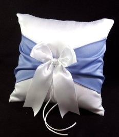 Periwinkle ring pillow, by Jessicasdaydream on etsy.com