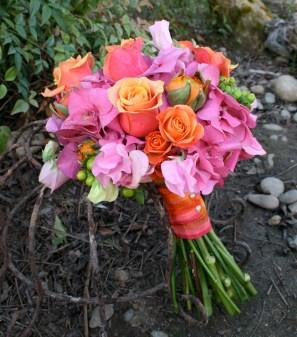 Pink and orange bouquet inspiration {via brownbunnyflowers.blogspot.com}