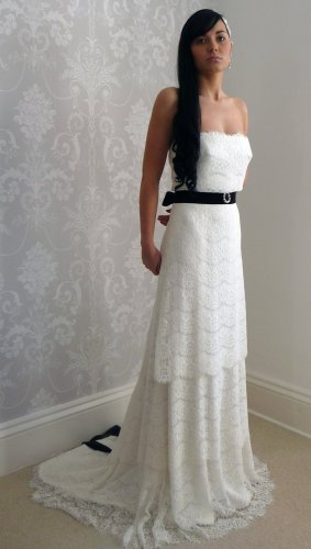 Lace bridal gown - www.etsy.com/shop/LauraBeaumontCouture