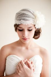 1920s-style hairstyle and veil