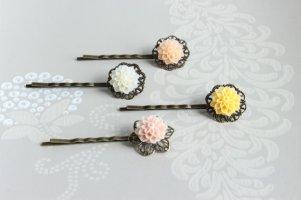 Dahlia hair clips - www.etsy.com/shop/fluteofthehour