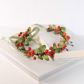 Christmas floral crown - www.etsy.com/shop/VelvetTeacup