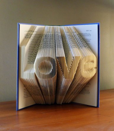 Folded book art centerpiece - www.etsy.com/shop/LucianaFrigerio