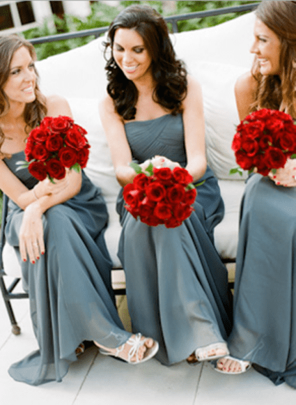 Red and grey wedding inspiration {via weddingomania.com}