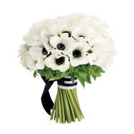 Black and white bouquet idea {via weddingseve.com}