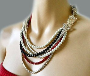 Black, white and red necklace - www.etsy.com/shop/SukranKirtisJewelry