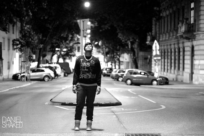 Rapperin Rapsody auf der Straße