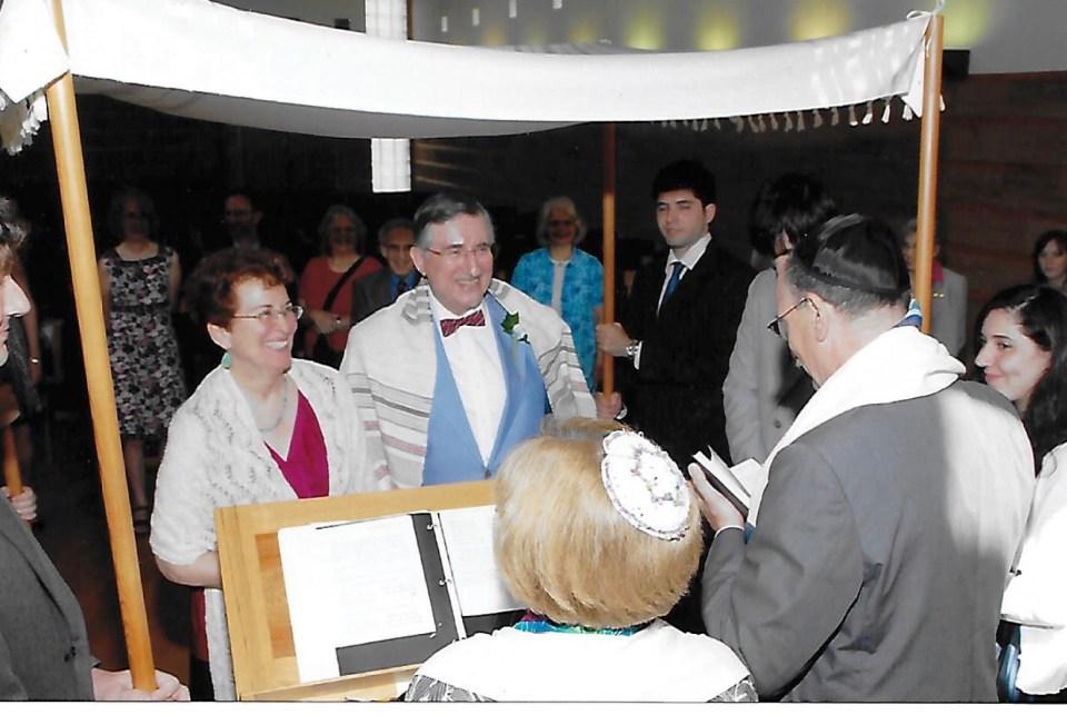Peg Blechman and Paul Shapiro were married atTemple Micahon July 27, 2008. Rabbi Zemel officiated along withCantorWeiner.