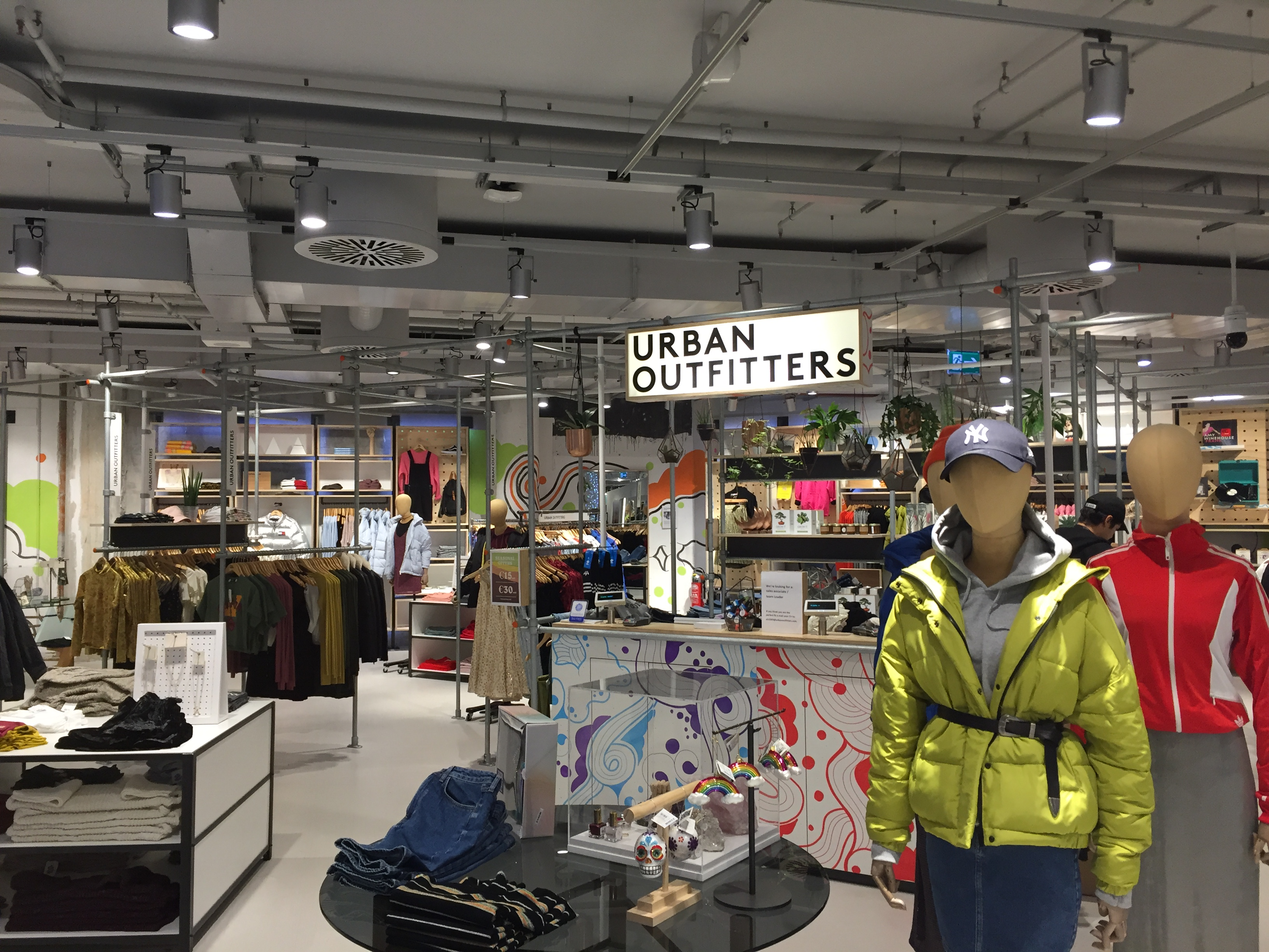 urban outfitters milan