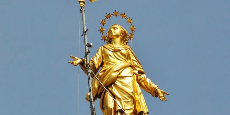 The Madonnina: one of the three symbols of Milan