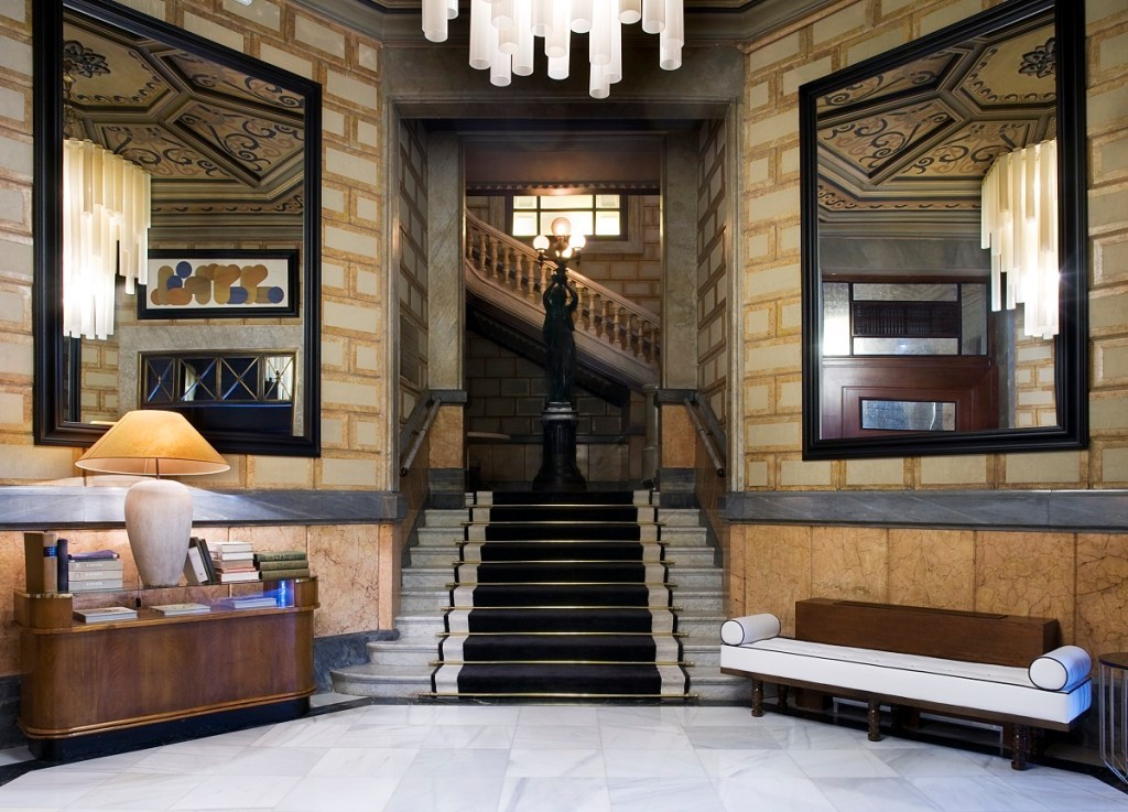 Cotton-House-Hotel-Octagonal-Hallway