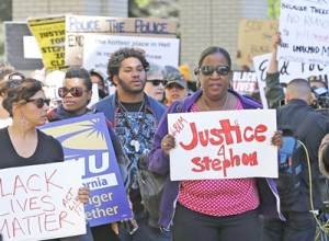 Action in Sacramento, California, March 22 protests police killing of 22-year-old Stephon Clark. Cops claim they mistook his cellphone for a gun. More protests have been called.