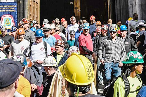 Misa por obreros muertos en obras de construcción