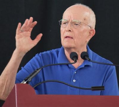 """Secretario nacional del Partido Socialista de los Trabajadores Jack Barnes presenta informe, """"Más en el seno de la clase trabajadora: Construir el movimiento obrero"""" en Conferencia de Trabajadores Activos el 14 de junio, en Oberlin, Ohio."""