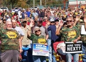Protesta de mineros en octubre de 2015 en Brookwood, Alabama, rechaza ataques a pensiones.