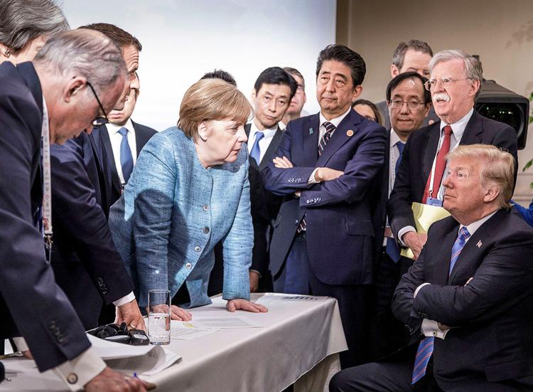 Donald Trump, Angela Merkel y otros gobernantes capitalistas durante cumbre del G-7, 9 de julio. La crisis del capitalismo produce tensiones, las cuales agudizan la competencia entre rivales.