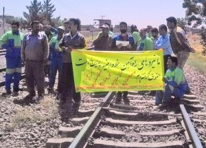 """Track workers near Nayshabour, Aug. 7 protest effects of Iranian rulers' counterrevolutionary wars. Banner says, """"We have not been paid wages for several months. We have no job security. We have no future. We have no honor. We have no bread. We have no social benefits."""""""