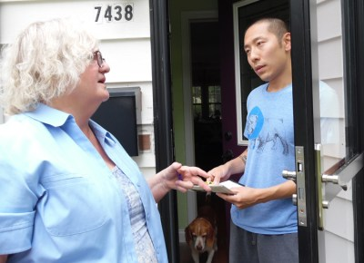 """""""We need to unite together to overthrow capitalism, to fight for a workers and farmers government,"""" Jacquie Henderson, Socialist Workers Party candidate for Minnesota governor, told Peter Kim, introducing him to the party while campaigning in Richfield, Minnesota, Aug. 5."""