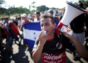 Hondureños y otros centroamericanos atraviezan México rumbo a Estados Unidos, 21 de octubre. Los trabajadores hondureños enfrentan crisis producida por la explotación capitalista.
