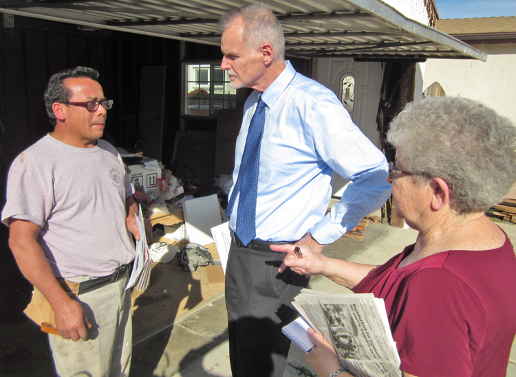 "Dennis Richter, center, Socialist Workers Party candidate for Los Angeles City Council, and campaign supporter, Barbara Bowman, speak to Lenin Mendoza in Reseda, San Fernando Valley Feb. 24. Mendoza said, ""It's hard for people to pay for basic necessities now,"" as he bought subscription to the Militant and In Defense of the US Working Class."