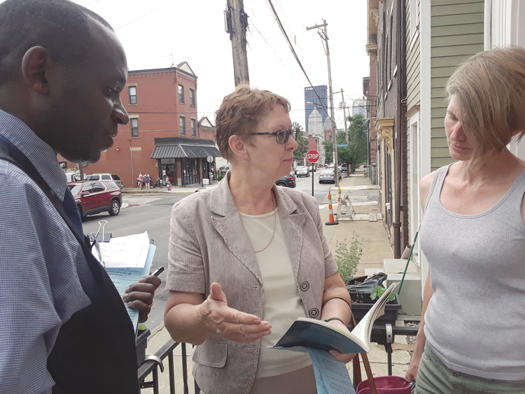 Alyson Kennedy, SWP 2016 candidate for president, center, and Malcolm Jarrett, SWP candidate for Pittsburgh City Council, talk with Christy Cozby, a health care worker in Pittsburgh.