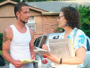 """Many people here are barely surviving,"" floor-layer Michael Smith told Rachele Fruit, SWP candidate for Atlanta School Board, in Hermitage, Tennessee, Aug. 9. ""Workers need to organize ourselves into unions and fight to change our conditions,"" Fruit replied."