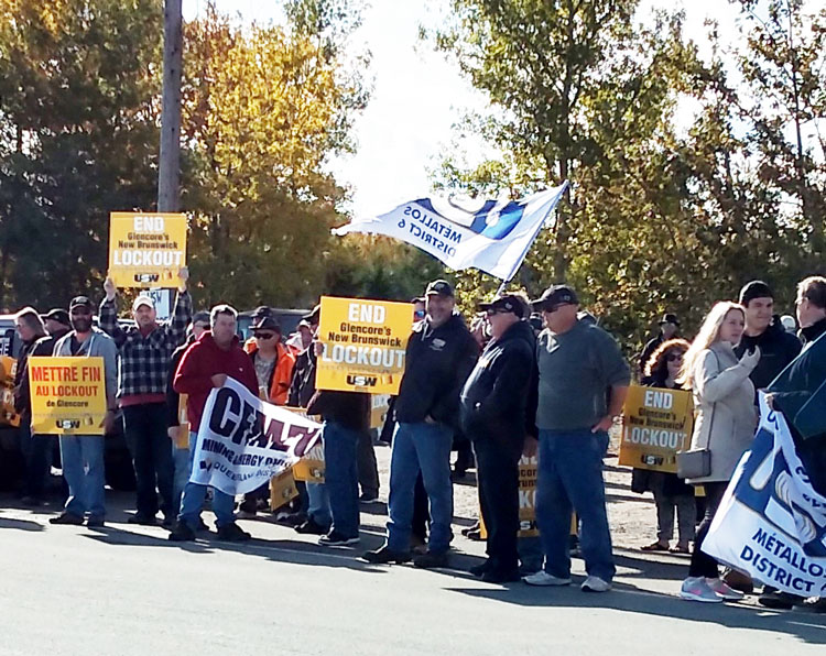 United Steelworkers Local 7085 members, locked out by Glencore smelter in Belledune, New Brunswick, rally Oct. 8 in fight for job safety, outstanding back pay, against attack on pensions.