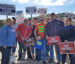 Copper miners on strike against Asarco picket Mission Mine in Sahuarita, Arizona, Feb. 6. The workers deserve — and need — solidarity in standing up to company's union-busting drive.