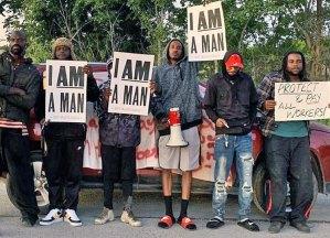 Des éboueurs de Nouvelle-Orléans, qui doivent constamment monter et descendre de camions à ordures, ont fait grève, le 5 mai, pour dénoncer les mauvaises conditions de travail, les longues heures de travail et les bas salaires.