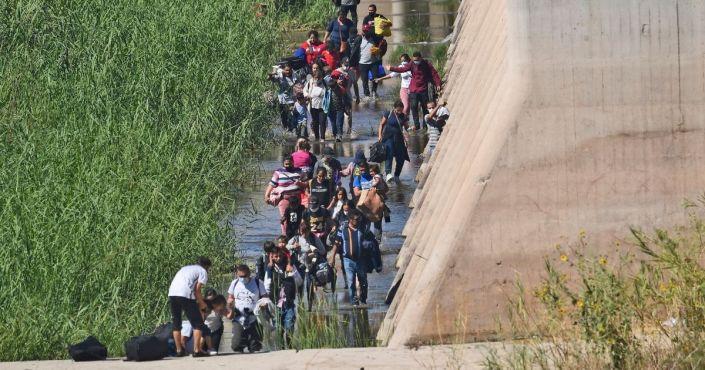 Illegal Immigrants Cross Border, Issue a Devastating Message for Joe Biden: Report