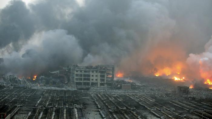 video-emerges-of-horrific-tianjin-explosion-as-death-toll-rises-1439463337