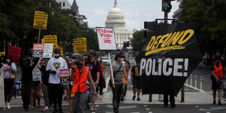 """Obama's criticism of the """"Defund the police"""" slogan reveals a rift between American """"leftists"""" and """"liberals"""""""