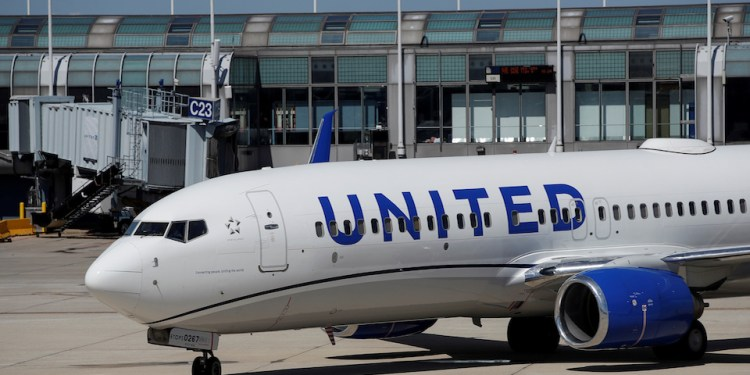 Supersonic jets and United Airlines' bet on business travel, explained