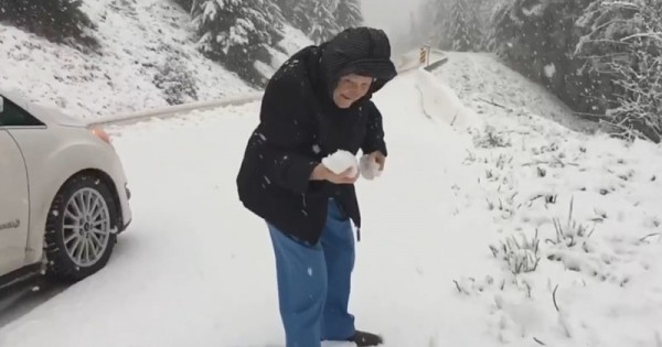 101-Year-Old Woman Playing With Snow Reminds Us To Appreciate The Small Things In Life