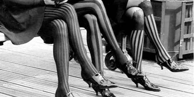 20 Fabulous Vintage Photos of Shoes and Hosiery Fashions from the 1920s