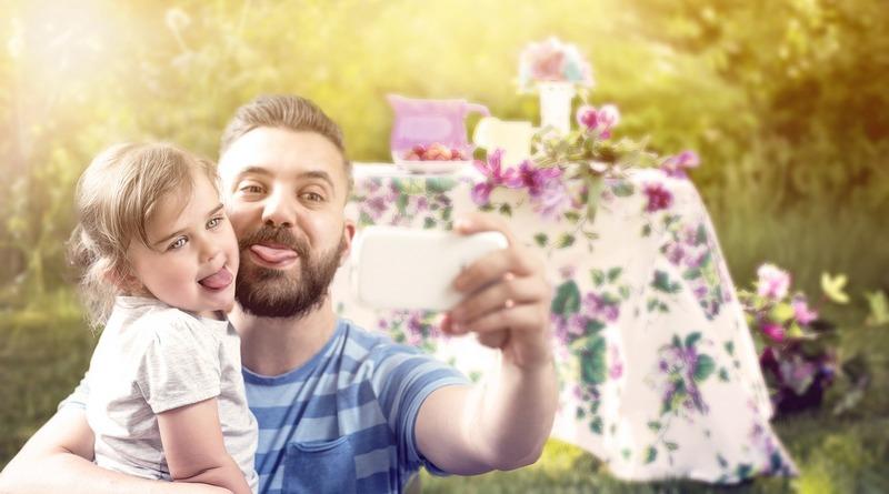 festa del papà - origini - tradizioni - curiosità - idee regalo - the minutes fly - web magazine - selfie papà e bambina