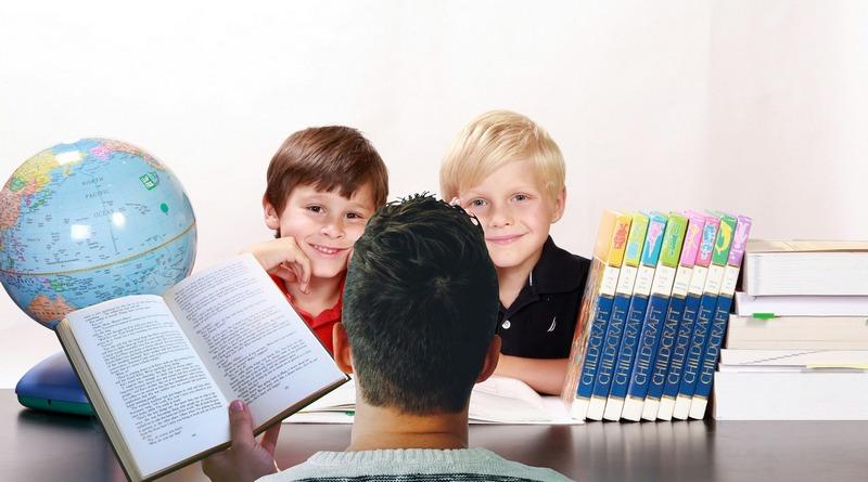 origini - tradizioni - curiosità - idee regalo - the minutes fly - web magazine - genitore che insegna ai propri figli