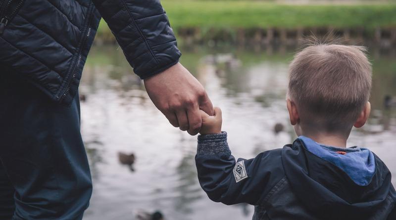 bambino e padre - festa del papà