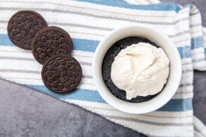 5-Ingredient Oreo Microwave Cake 1 | The Missing Lokness