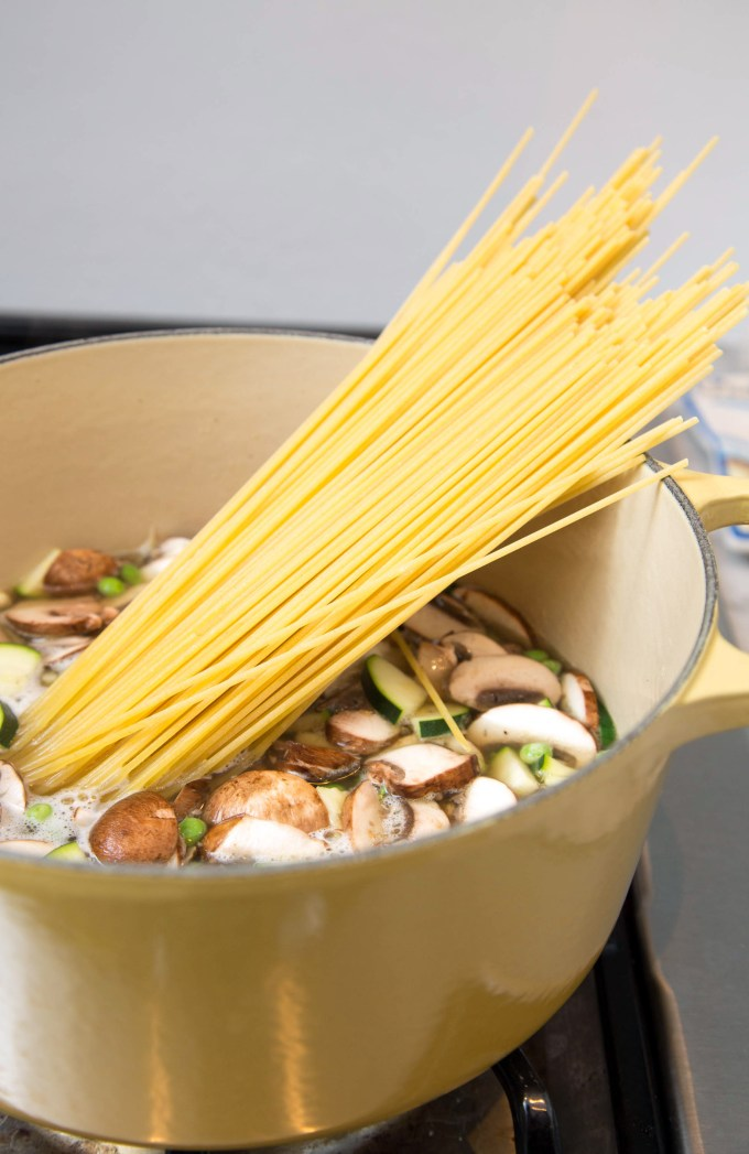 One Pot Creamy Spaghetti with Zucchini, Mushroom and Chicken 3 | The Missing Lokness