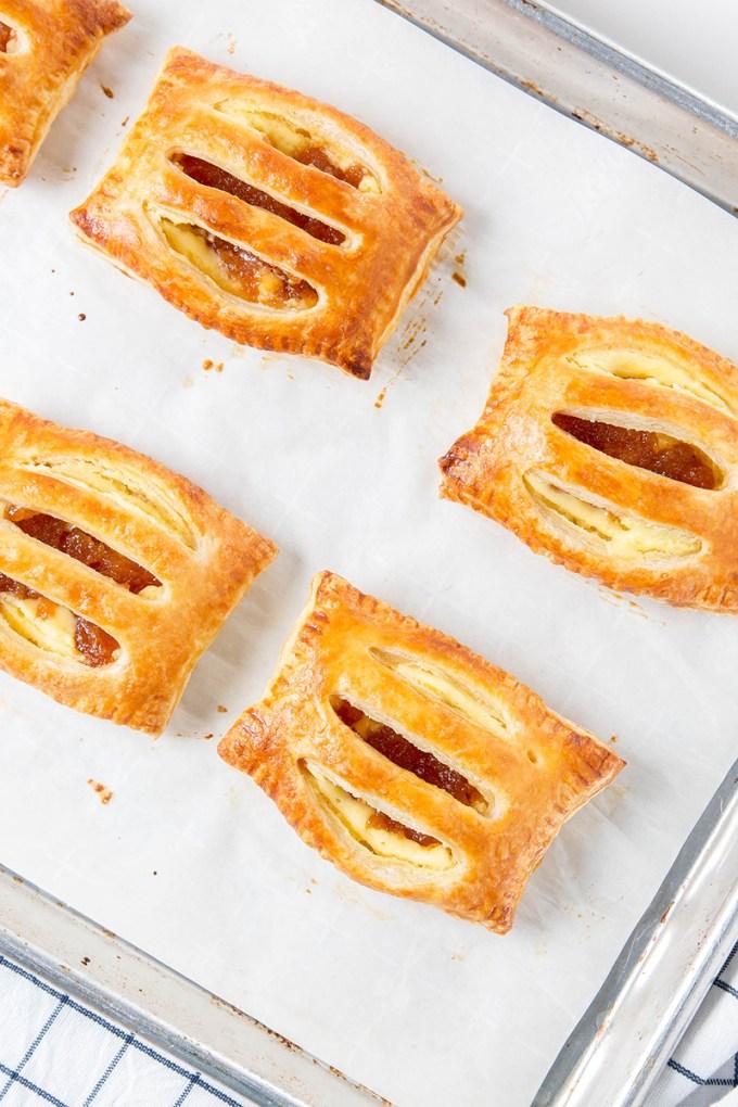 Guava Cream Cheese Puffs #portoscopycat #copycat #cubanrecipe #guava #creamcheese #puffpastry #baking #dessert #dessertrecipe | The Missing Lokness
