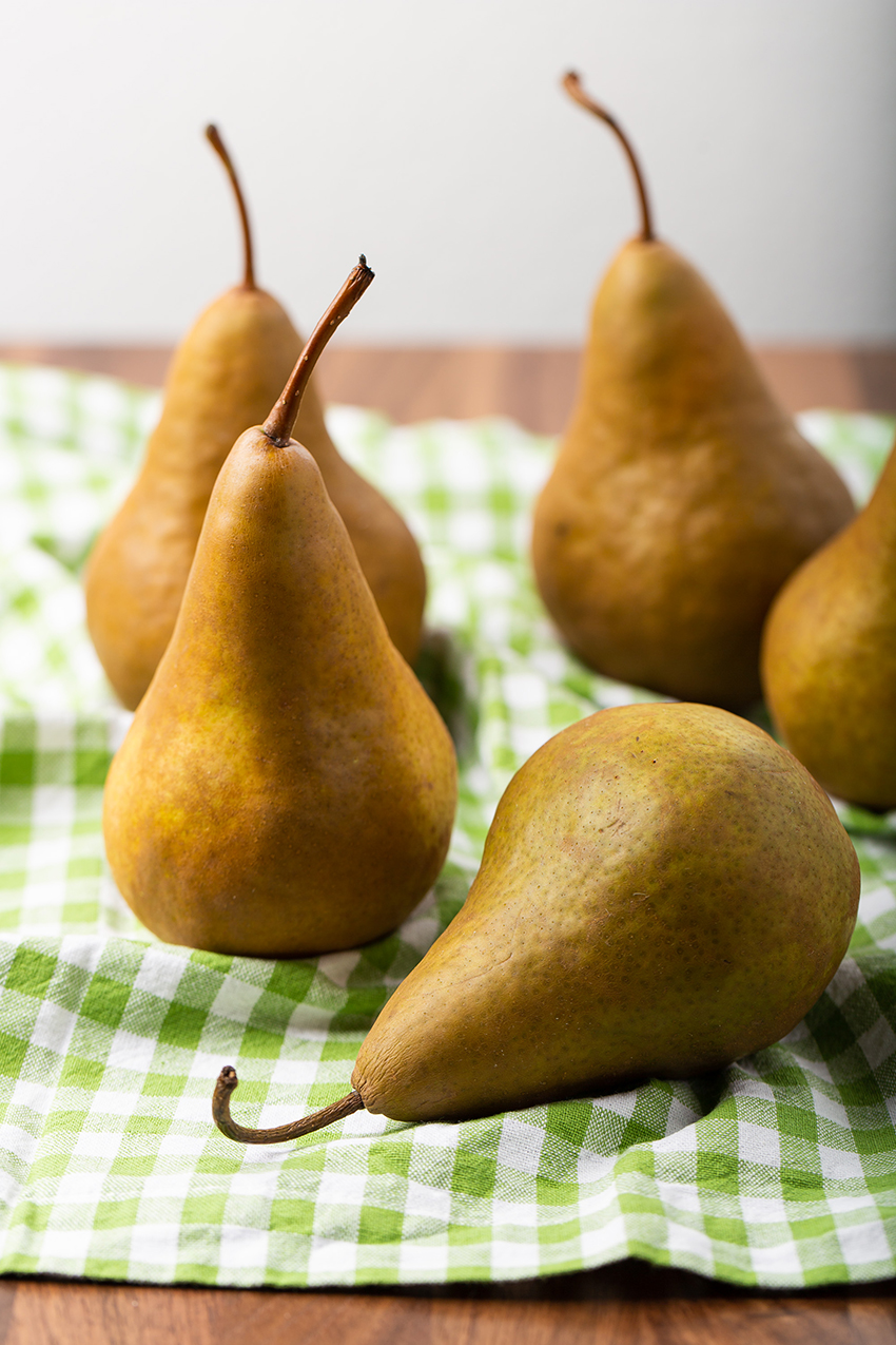Red Wine Poached Pears #pear #redwine #poachedpear #cinnamon #clove #makeahead #dessert #dessertrecipe #fruit | The Missing Lokness