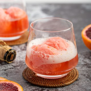 Blood Orange Sorbet Mimosas #bloodorange #sorbet #mimosa #cocktail #brunch #brunchrecipe #breakfast #drink #champagnerosé #pinkfood #float | The Missing Lokness