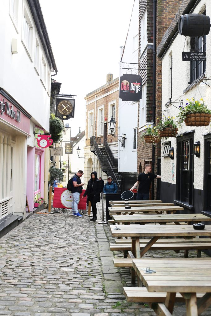 A tiny alleyway in Windsor England
